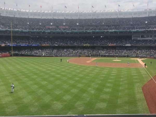 Yankee Stadium, sección: 233b, fila: 3, asiento: 9