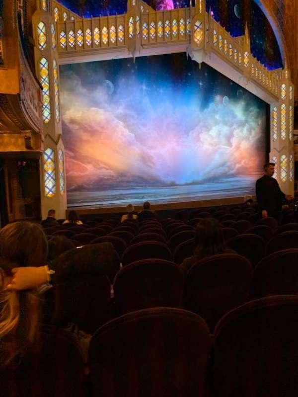 Eugene O'Neill Theatre, sección: Orchestra L, fila: M, asiento: 21
