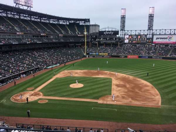 Guaranteed Rate Field, sección: 324, fila: 5, asiento: 15