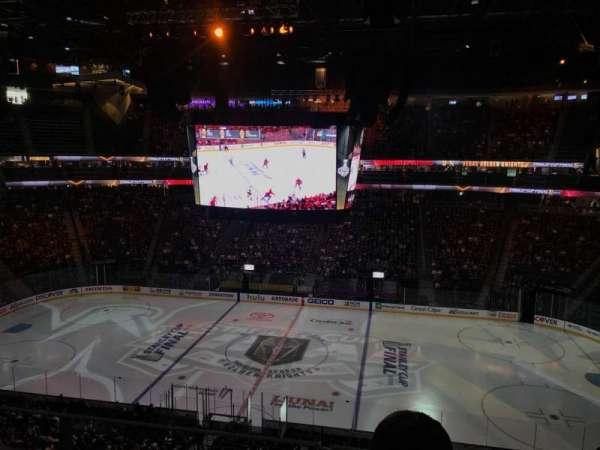 T-Mobile Arena, sección: 220, fila: J, asiento: 14