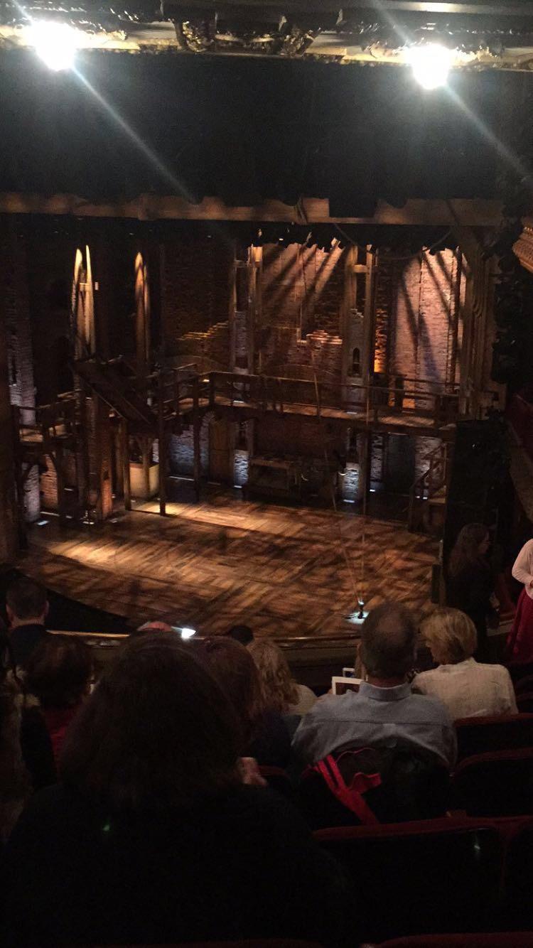 CIBC Theatre Sección Mezzanine R Fila J Asiento 14