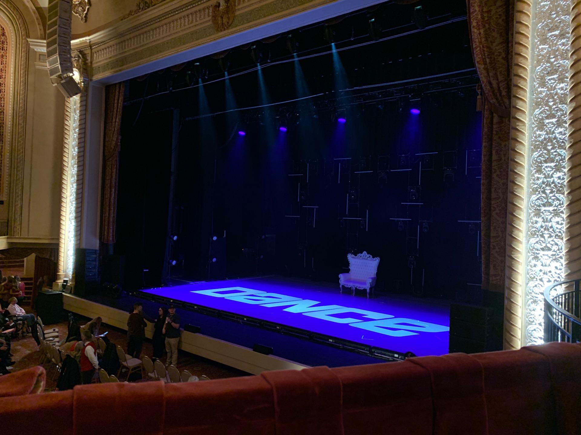 Genesee Theatre Sección LOGER Fila A Asiento 104