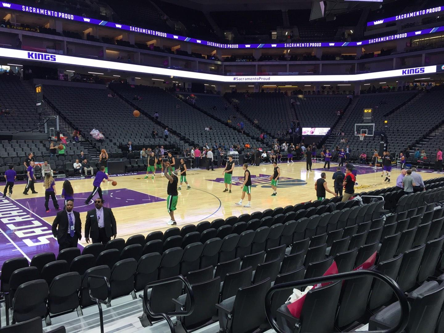 Golden 1 Center Sección 122 Fila Cc Asiento 1