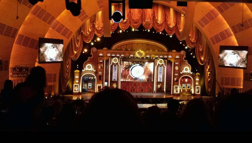 Radio City Music Hall,  Sección <strong>Dress Circle L</strong>, Fila <strong>K</strong>, Asiento <strong>1</strong>