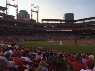 Busch Stadium, sección: 140D, fila: M, asiento: 9