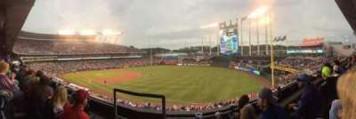 Kauffman Stadium, sección: 324, fila: B, asiento: 1