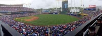 Kauffman Stadium, sección: 323, fila: A, asiento: 1
