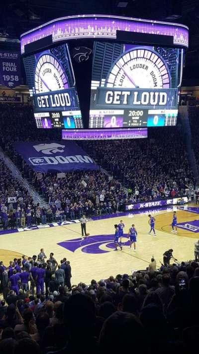 Bramlage Coliseum, sección: 8, fila: 22, asiento: 8