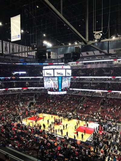 United Center, sección: 332, fila: 3, asiento: 4