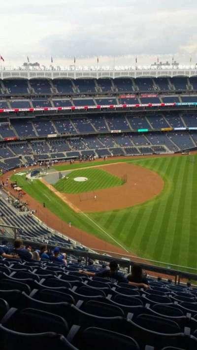 Yankee Stadium, sección: 409, fila: 11, asiento: 8