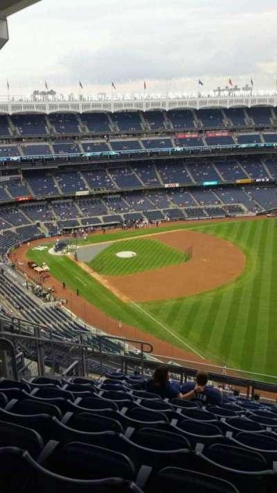 Yankee Stadium, sección: 409, fila: 11, asiento: 14