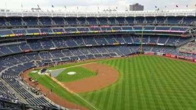 Yankee Stadium, sección: 409, fila: 11, asiento: 17