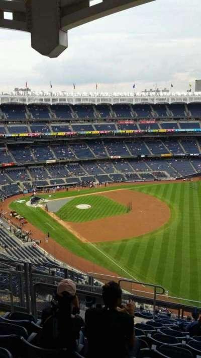 Yankee Stadium, sección: 409, fila: 11, asiento: 18