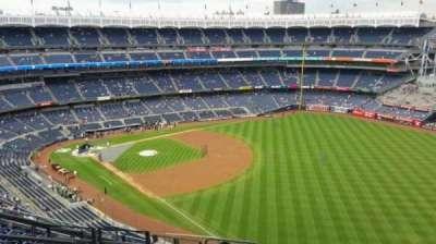 Yankee Stadium, sección: 409, fila: 11, asiento: 19