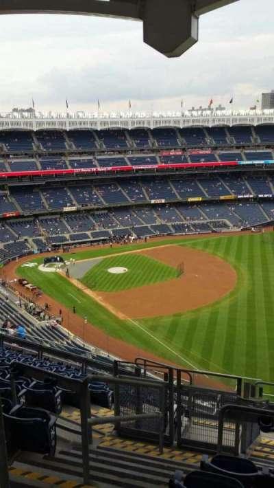 Yankee Stadium, sección: 409, fila: 11, asiento: 22
