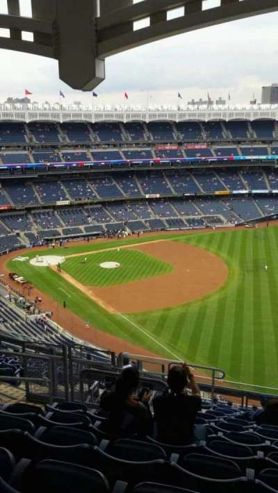 Yankee Stadium, sección: 409, fila: 12, asiento: 19