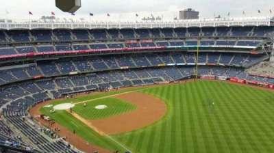Yankee Stadium, sección: 409, fila: 12, asiento: 18