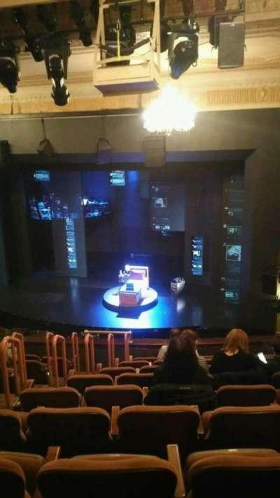 Music Box Theatre, sección: Mezzanine, fila: J, asiento: 8