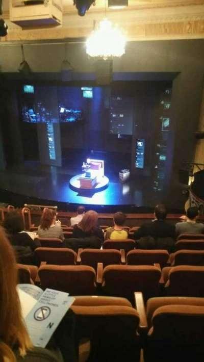 Music Box Theatre, sección: Mezzanine, fila: J, asiento: 14