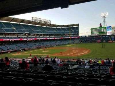Angel Stadium, sección: T225, fila: F, asiento: 9
