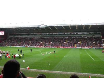 Bramall Lane, sección: South Stand Gangway B, fila: O, asiento: 43