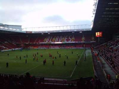 Bramall Lane, sección: Kop Stand Gangway G, fila: AA, asiento: 177