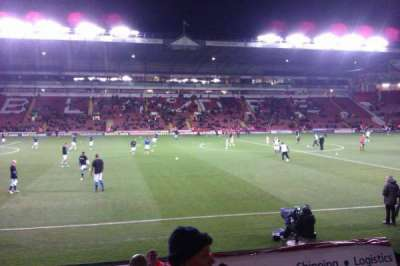 Bramall Lane, sección: South Stand Gangway F, fila: J, asiento: 134