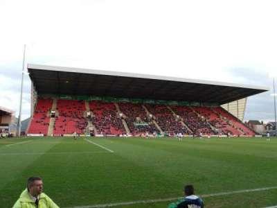 Alexandra Stadium, sección: A, fila: B, asiento: 13