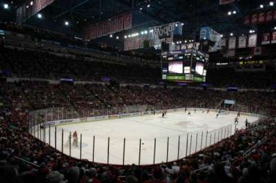 Joe Louis Arena, sección: 226 c standing room, fila: 1, asiento: 1