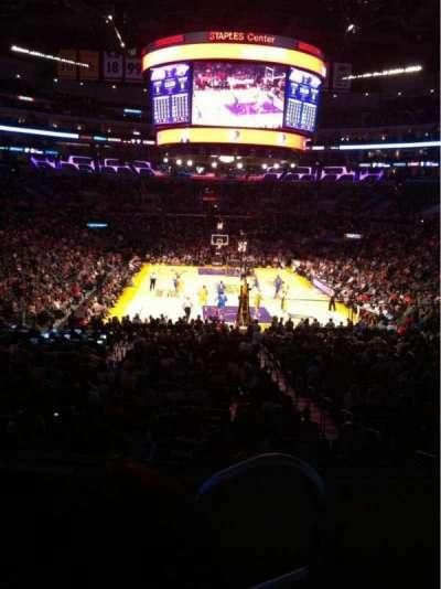 Staples Center, sección: 208, fila: 3, asiento: 1