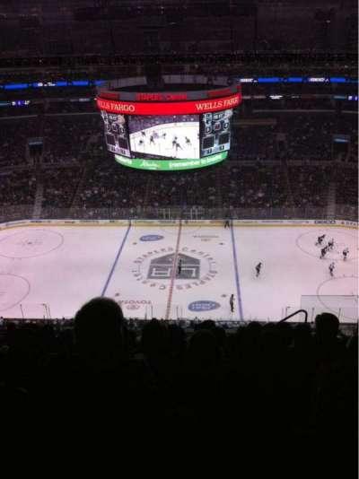 Staples Center, sección: 301, fila: 11, asiento: 4