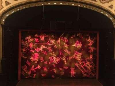 Cadillac Palace Theater, sección: Loge center, fila: A, asiento: 313