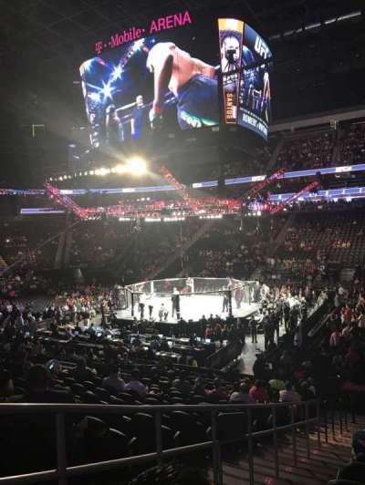 T-Mobile Arena, sección: 17, fila: N, asiento: 2