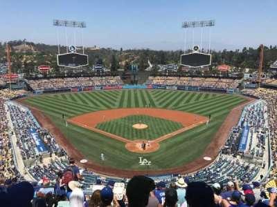 Dodger Stadium, sección: 1RS, fila: L, asiento: 17