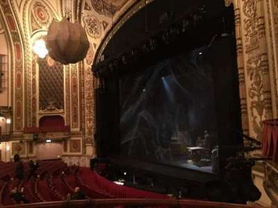 Cadillac Palace Theater, sección: Dress Circle R, fila: BB, asiento: 8