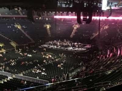 Madison Square Garden, sección: 208, fila: 2, asiento: 1