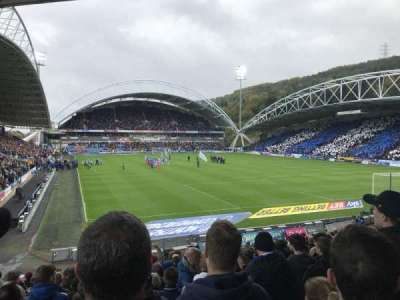 John Smith's Stadium, sección: The Chadwick Lawrence stand, fila: T, asiento: 142