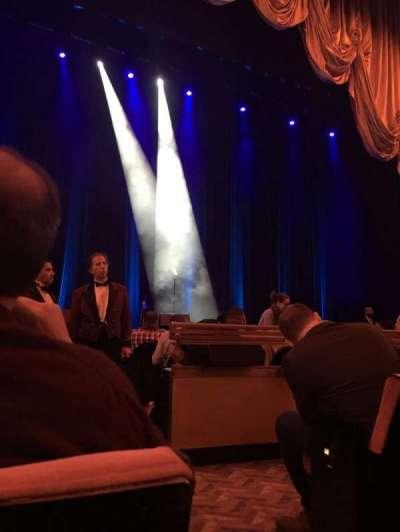 Radio City Music Hall, sección: Orchestra, fila: DD, asiento: 501