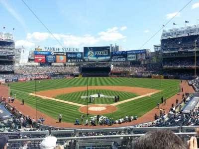 Yankee Stadium, sección: 220B, fila: 4, asiento: 10