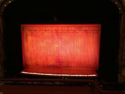 Cadillac Palace Theater, sección: Loge C, fila: B, asiento: 320
