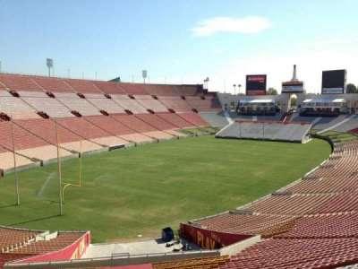 Los Angeles Memorial Coliseum, sección: 111, fila: 33, asiento: 30