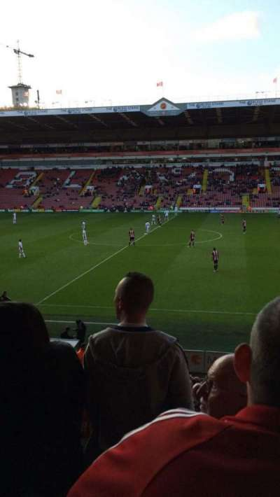 Bramall Lane, sección: South Stand Gangway D, fila: T, asiento: 79