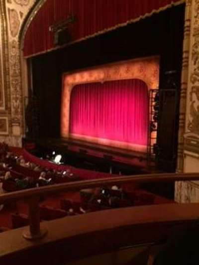 Cadillac Palace Theater, sección: dress circle right, fila: bb, asiento: 2