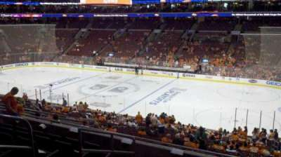 Wells Fargo Center, sección: Club Box 15, fila: 7, asiento: 13