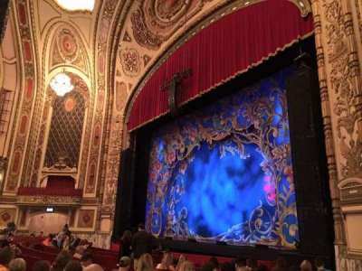 Cadillac Palace Theater, sección: Orchestra R, fila: M, asiento: 38