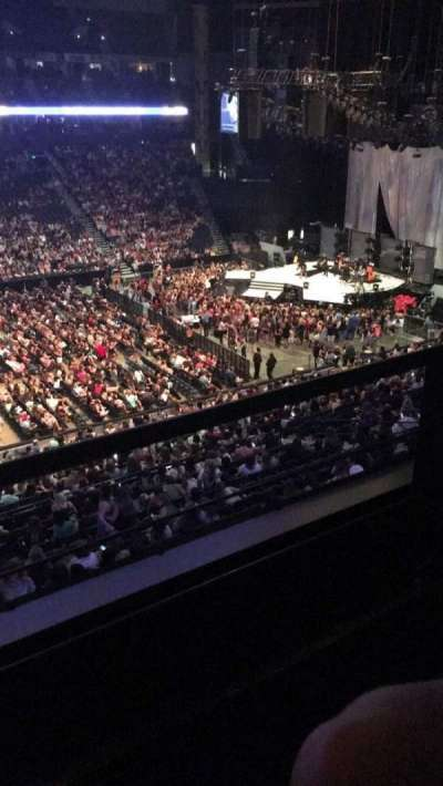 Bridgestone Arena, sección: 208, fila: D, asiento: 15