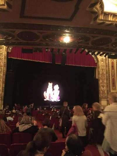 Cadillac Palace Theater, sección: Orchestra L, fila: V, asiento: 3