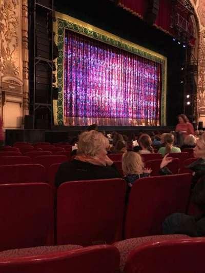 Cadillac Palace Theater, sección: Orchestra L, fila: L, asiento: 29