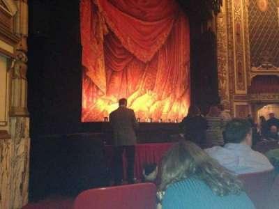 Cadillac Palace Theater, sección: Orchestra L, fila: E, asiento: 23