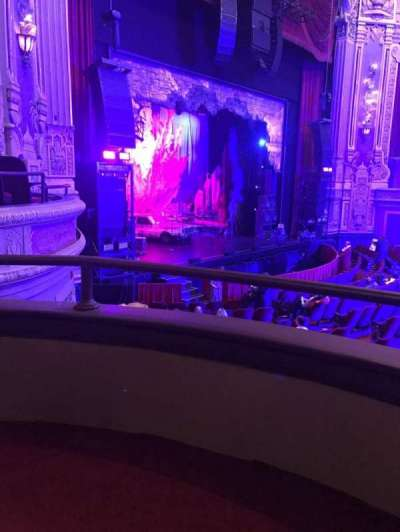 Cadillac Palace Theater, sección: Dress Circle L, fila: AA, asiento: 5